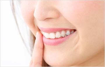 美しい顔立ちまでを考えた審美歯科治療を